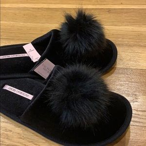 😍 NEW Chic VS Slippers with Pom detail